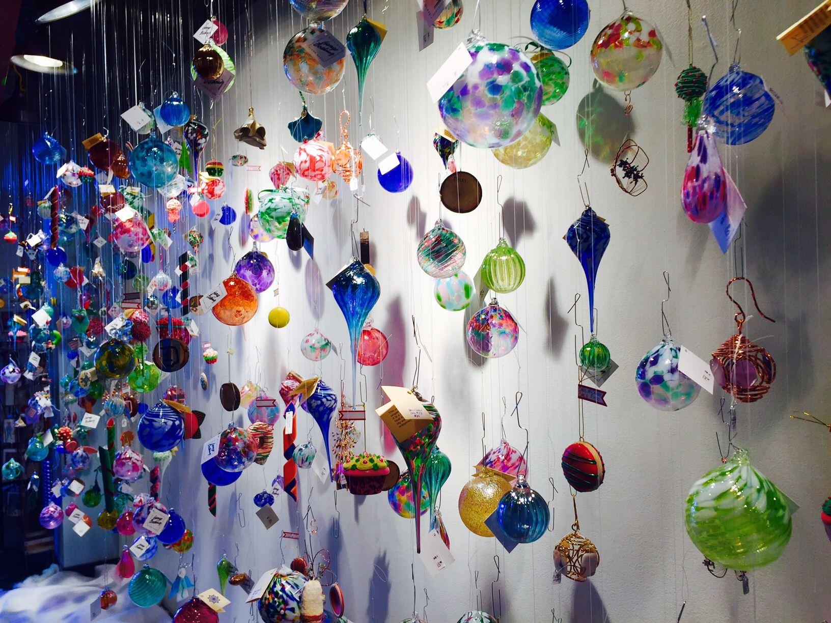 dams-magical-ornament-wall
